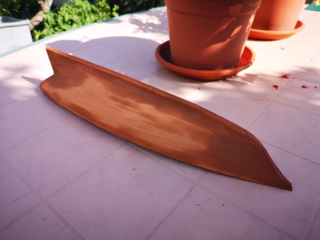 Casco del America Yacht masillado con arcilla