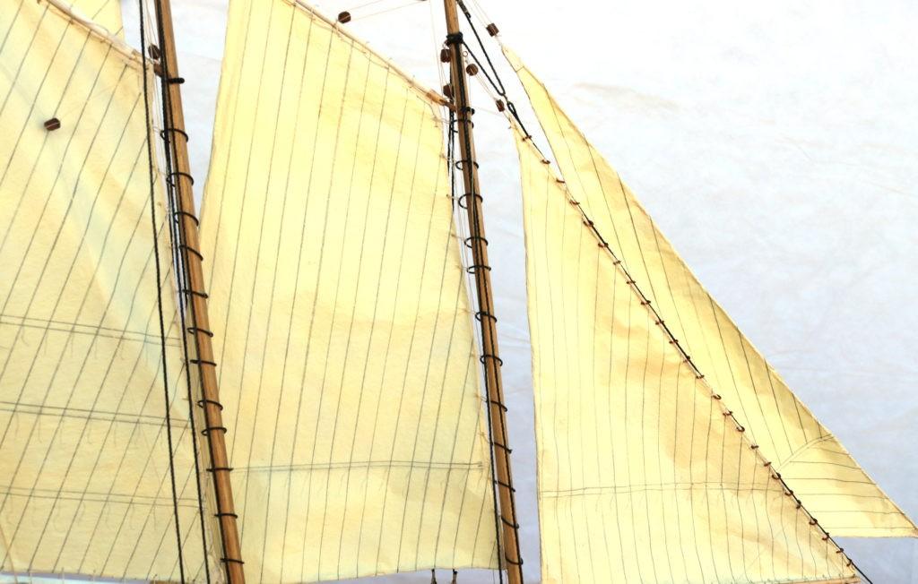 Detalle de las velas, foque y contrafoque del America Yacht 1:66