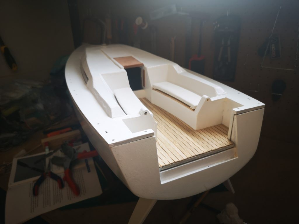 Velero Freedom de New Model Ships. Bañera de teka